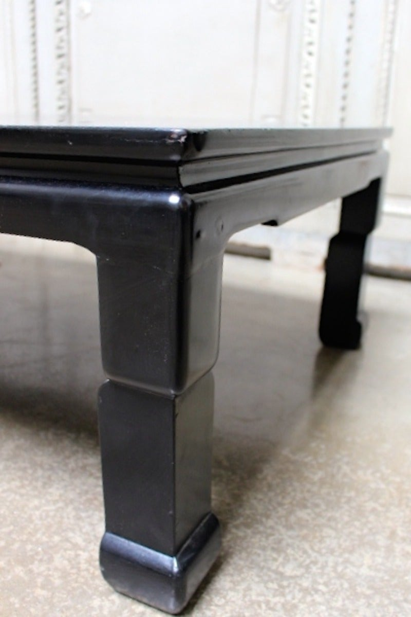 20th Century Chinese Black Lacquer Coffee Table with Mother of Pearl Inlay For Sale