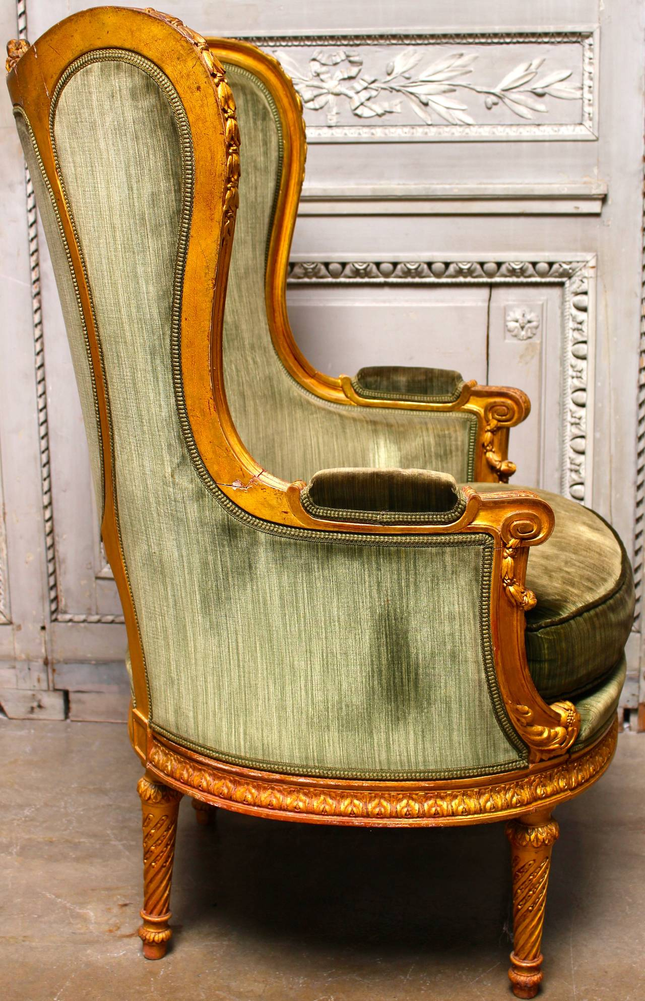 French Louis XVI Style Giltwood Bergere In Good Condition For Sale In Dallas, TX