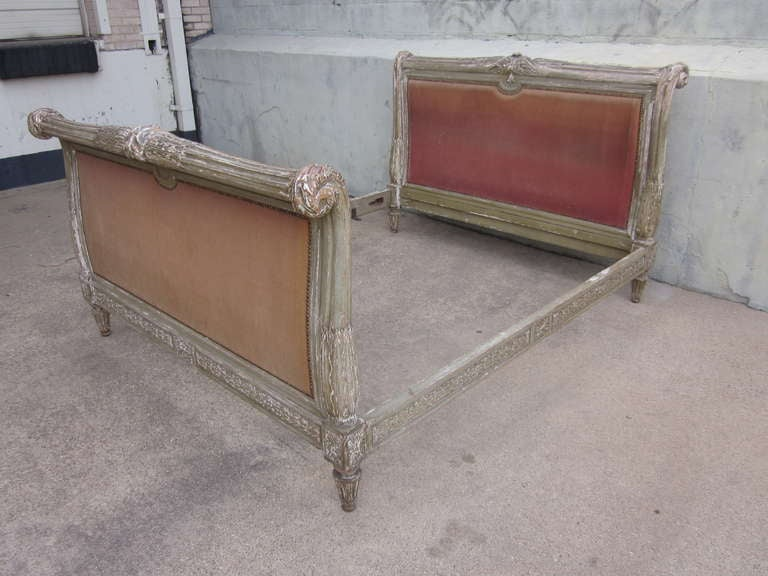 French 19th Century Louis XVI Style Painted Bed In Good Condition For Sale In Dallas, TX