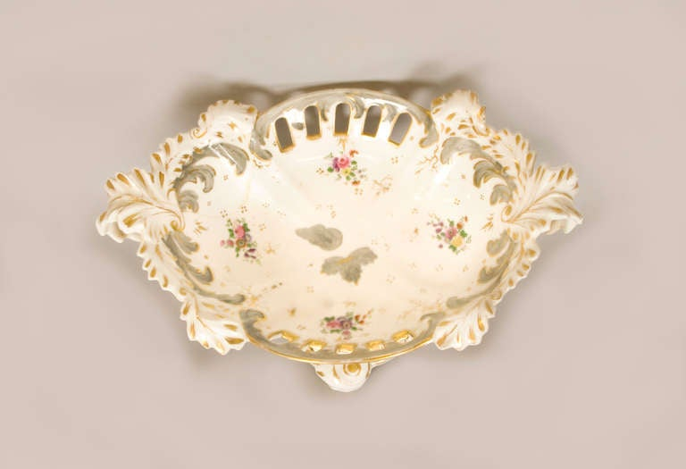 Early 19th Century Rockingham Porcelain Dessert Service, circa 1835 In Good Condition For Sale In San Francisco, CA
