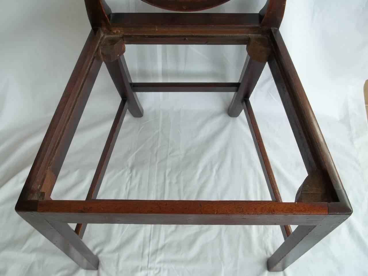 Hand-Crafted Elegant 18th Century Hepplewhite Side Chair in Mahogany, English circa 1785 For Sale