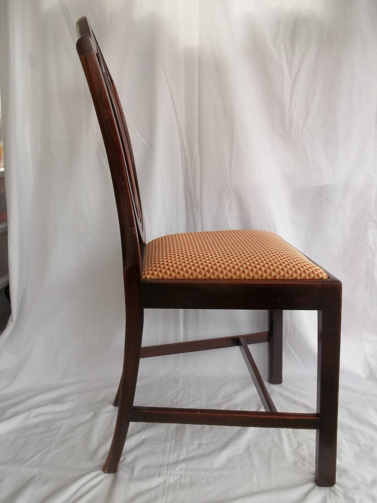 Elegant 18th Century Hepplewhite Side Chair in Mahogany, English circa 1785 For Sale 1