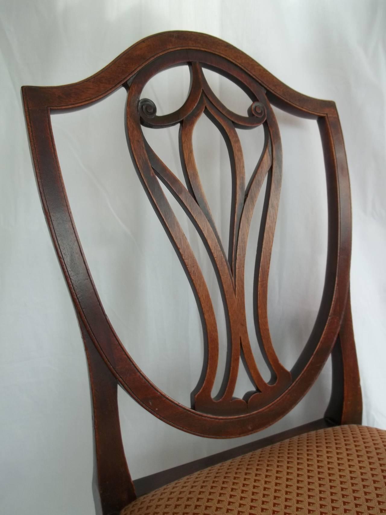 Elegant 18th Century Hepplewhite Side Chair in Mahogany, English circa 1785 For Sale 2