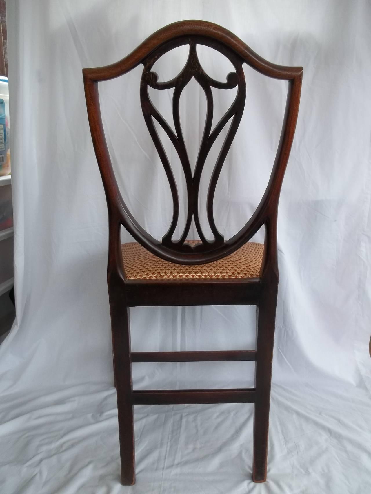 Elegant 18th Century Hepplewhite Side Chair in Mahogany, English circa 1785 For Sale 4