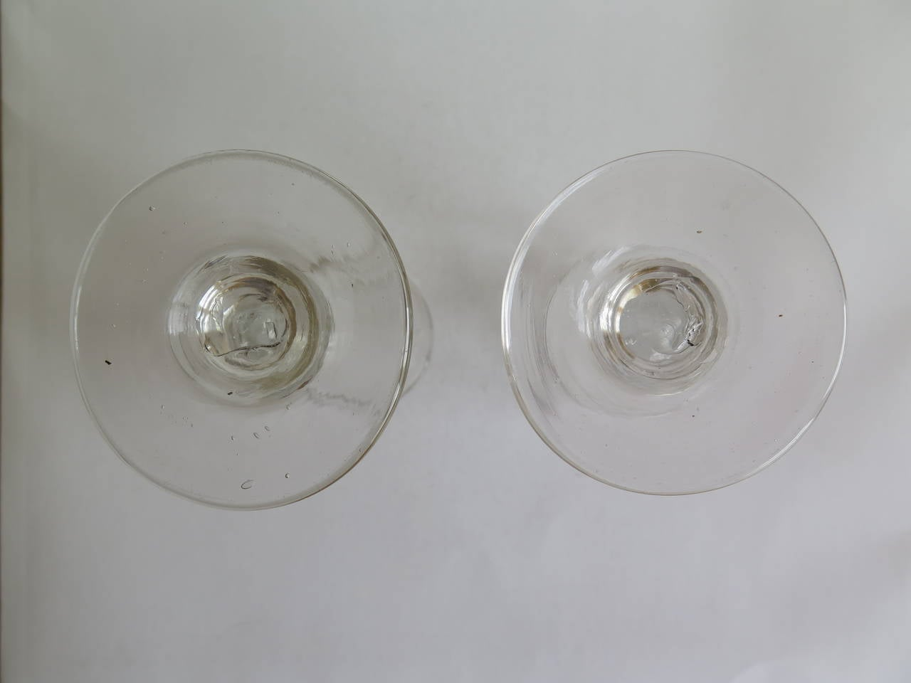Georgian Pair of Wine Drinking Glasses Hand-blown and Engraved, Circa 1790 For Sale 3
