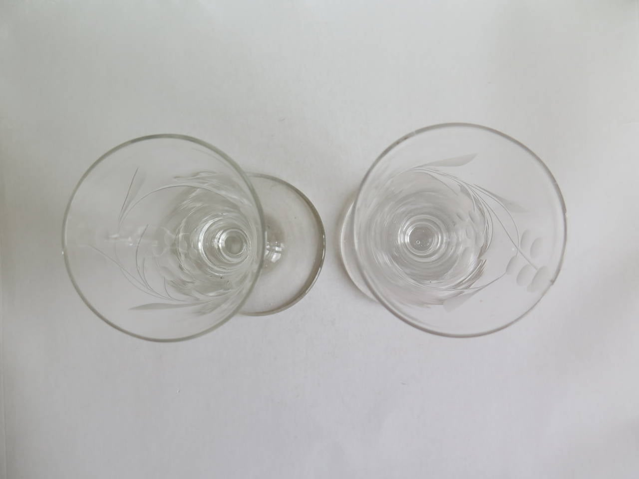 Hand-Crafted Georgian Pair of Wine Drinking Glasses Hand-blown and Engraved, Circa 1790 For Sale