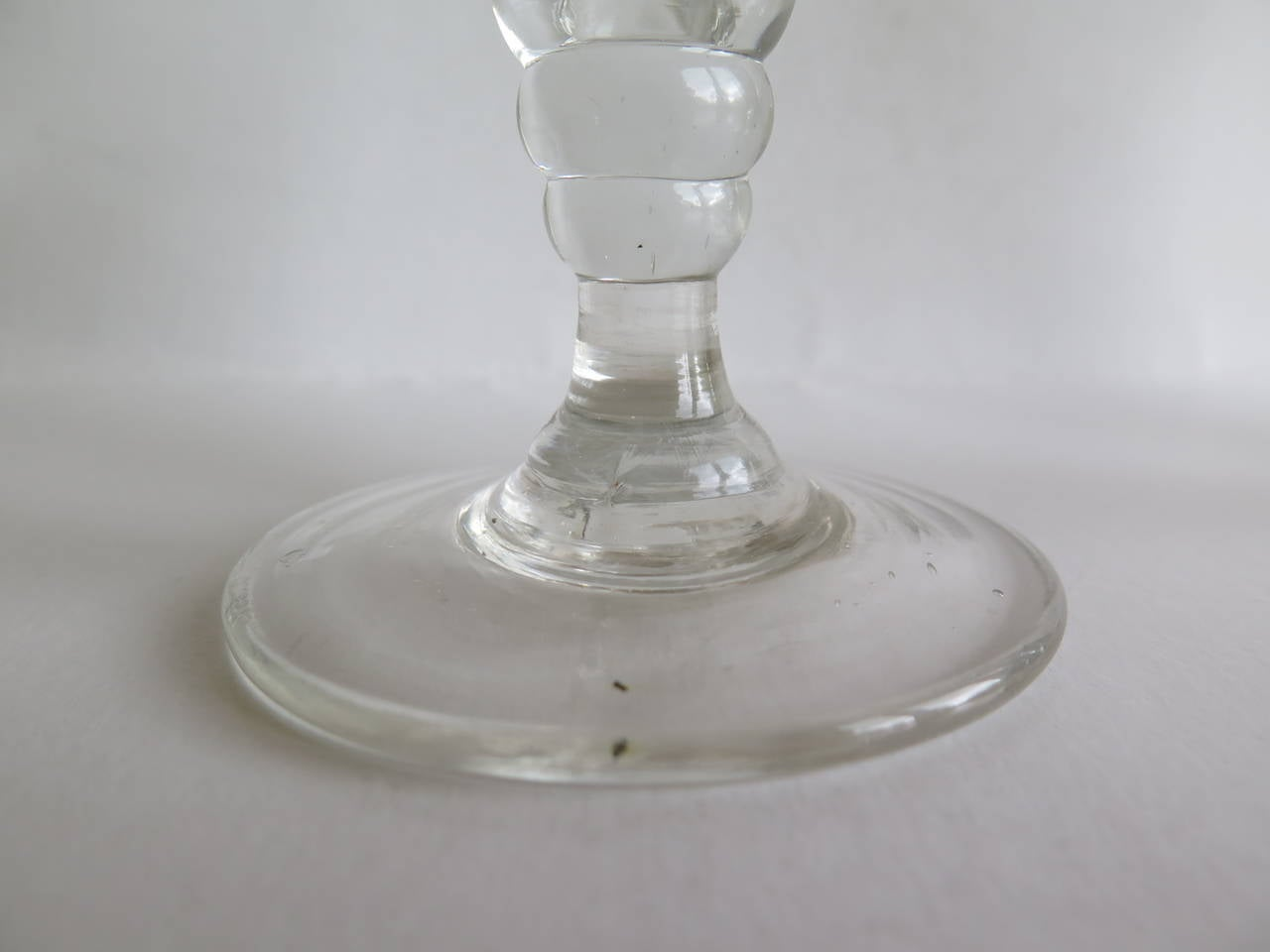 Georgian Pair of Wine Drinking Glasses Hand-blown and Engraved, Circa 1790 For Sale 2