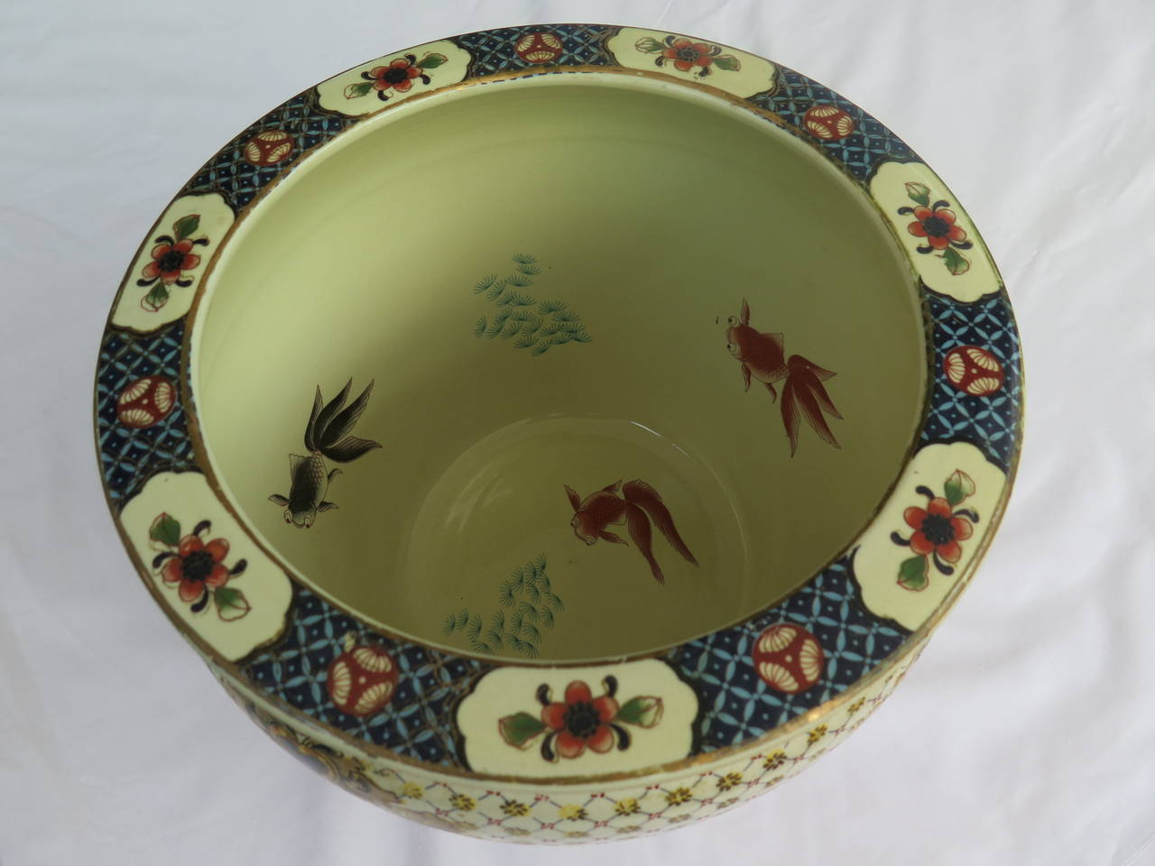 Chinese export fish bowl or planter porcelain hand for Chinese fish bowl planter