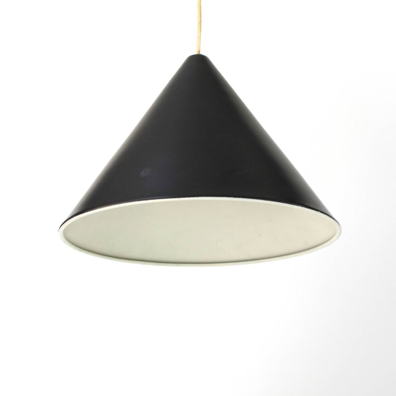 pendant billiard lamp by arne jacobsen for louis poulsen. Black Bedroom Furniture Sets. Home Design Ideas