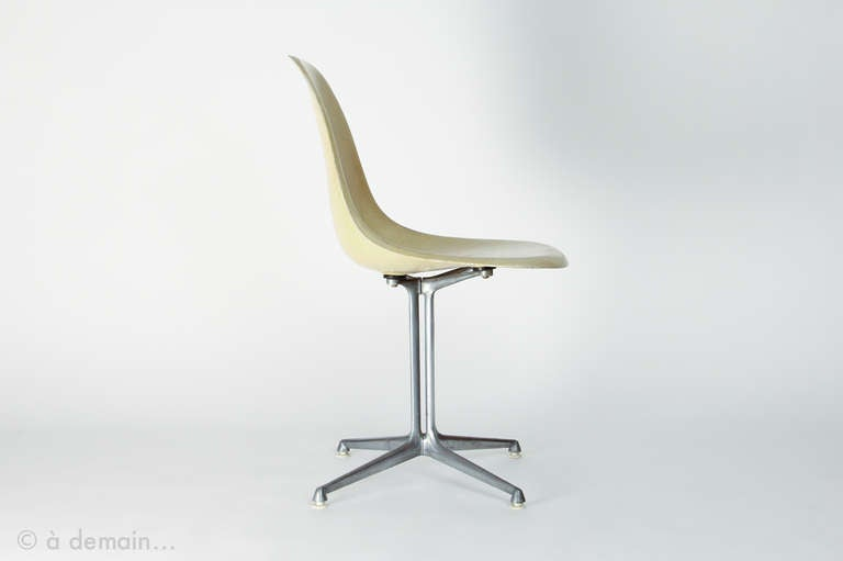 Rare 1960 39 s charles eames dsr chair with la fonda base for Chaise wire eames