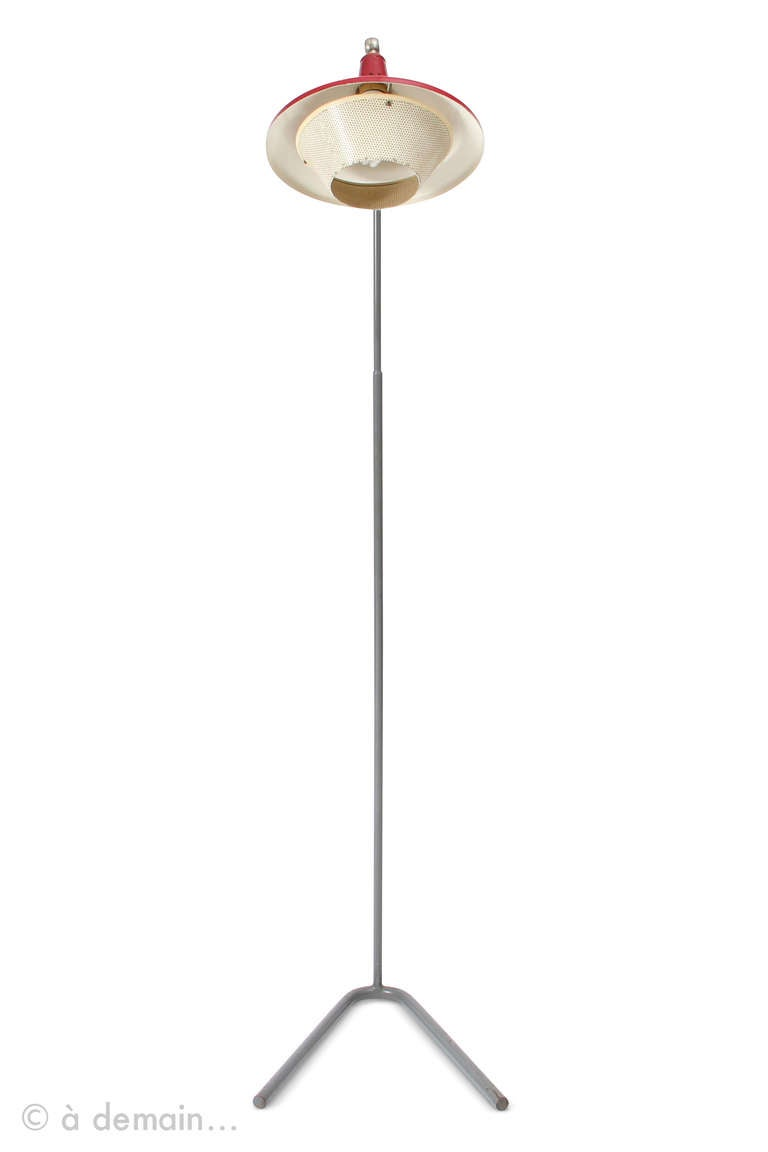 Hard to attribute precisely this floor lamp to a designer. The original base form looks like Louis Kalff when he worked for Philips, or some Pierre Guariche designs when he worked for Disderot. The perforated metal of the lampshade reminds Mathieu