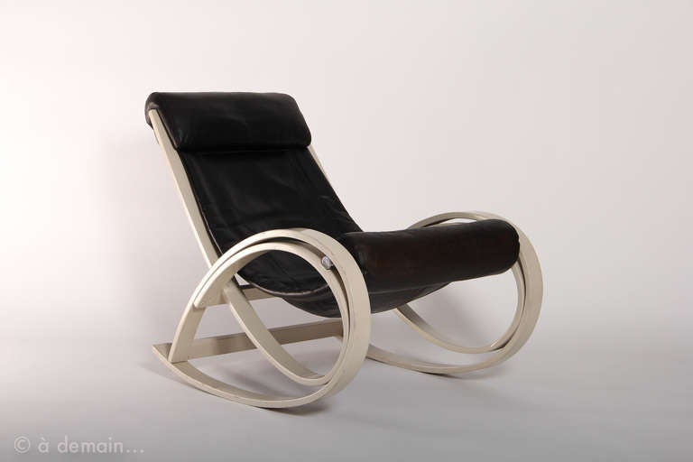 Gae aulenti sgarsul rocking chair edited by poltronova 1962 at 1 - Fauteuil design a bascule ...