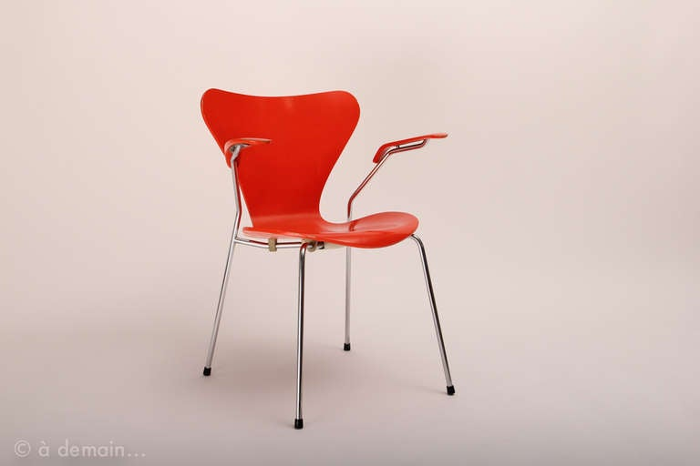"Set of four ""Series 7"" chairs designed by Arne Jacobsen, edited by Fritz Hansen 3"
