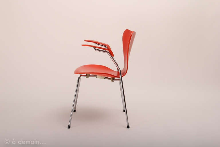 Set of four series 7 chairs designed by arne jacobsen for Chaise serie 7 arne jacobsen 1955