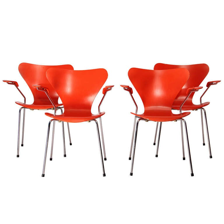 """Set of four """"Series 7"""" chairs designed by Arne Jacobsen, edited by Fritz Hansen For Sale"""