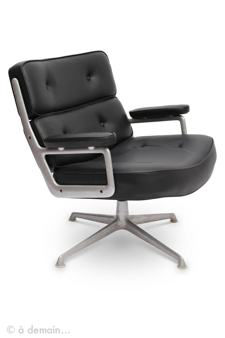 rare pair of lobby chairs by eames edited by herman miller at 1stdibs. Black Bedroom Furniture Sets. Home Design Ideas