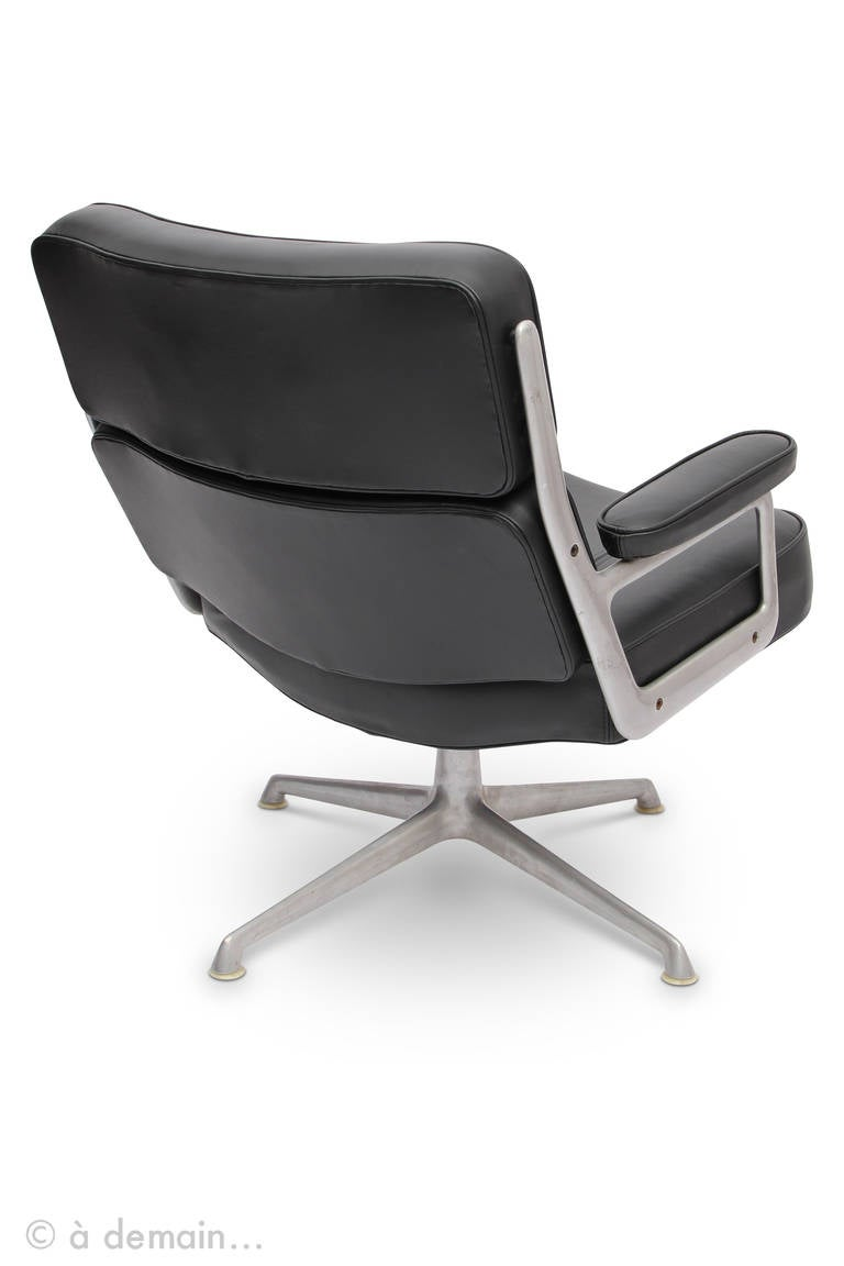 Rare pair of lobby chairs by eames edited by herman miller at 1stdibs - Fauteuil herman miller ...
