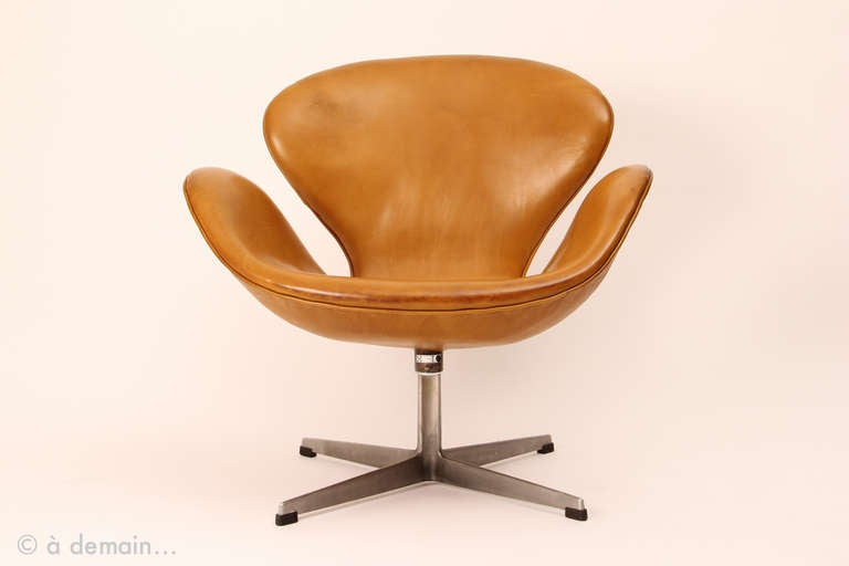 swan chair from arne jacobsen for fritz hansen at 1stdibs. Black Bedroom Furniture Sets. Home Design Ideas