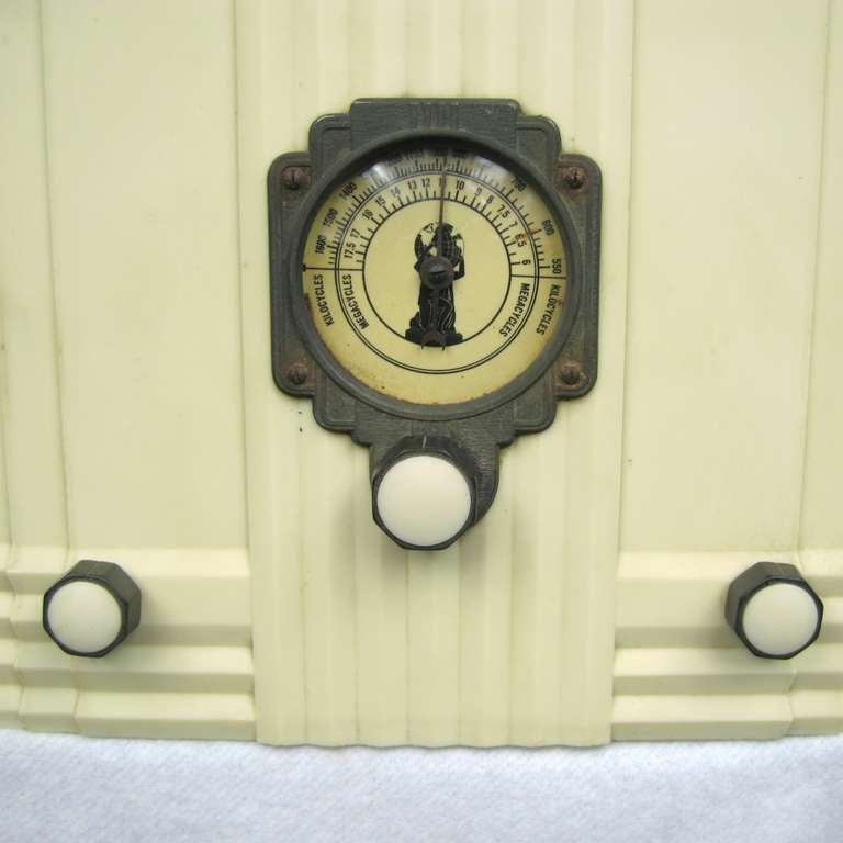 1933 art deco air king model 66 skyscraper ivory bakelite radio at 1stdibs for Air deco