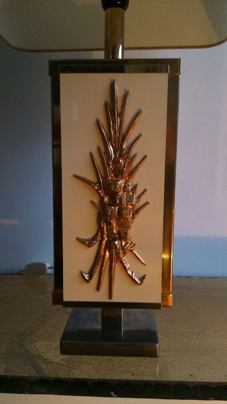 1970's brass and  beige lacquered melamine lamp - France - Ipso Facto In Good Condition For Sale In New York, NY