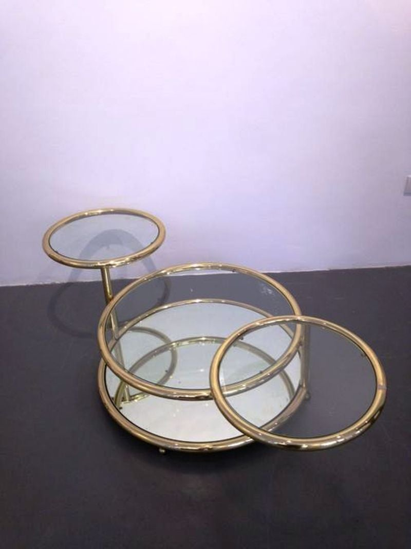 1970s Elegant And Large Round Coffee Table At 1stdibs