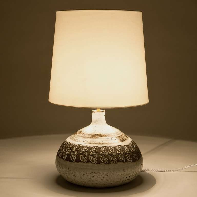 white ceramic table lamp base by albert thiry at 1stdibs. Black Bedroom Furniture Sets. Home Design Ideas