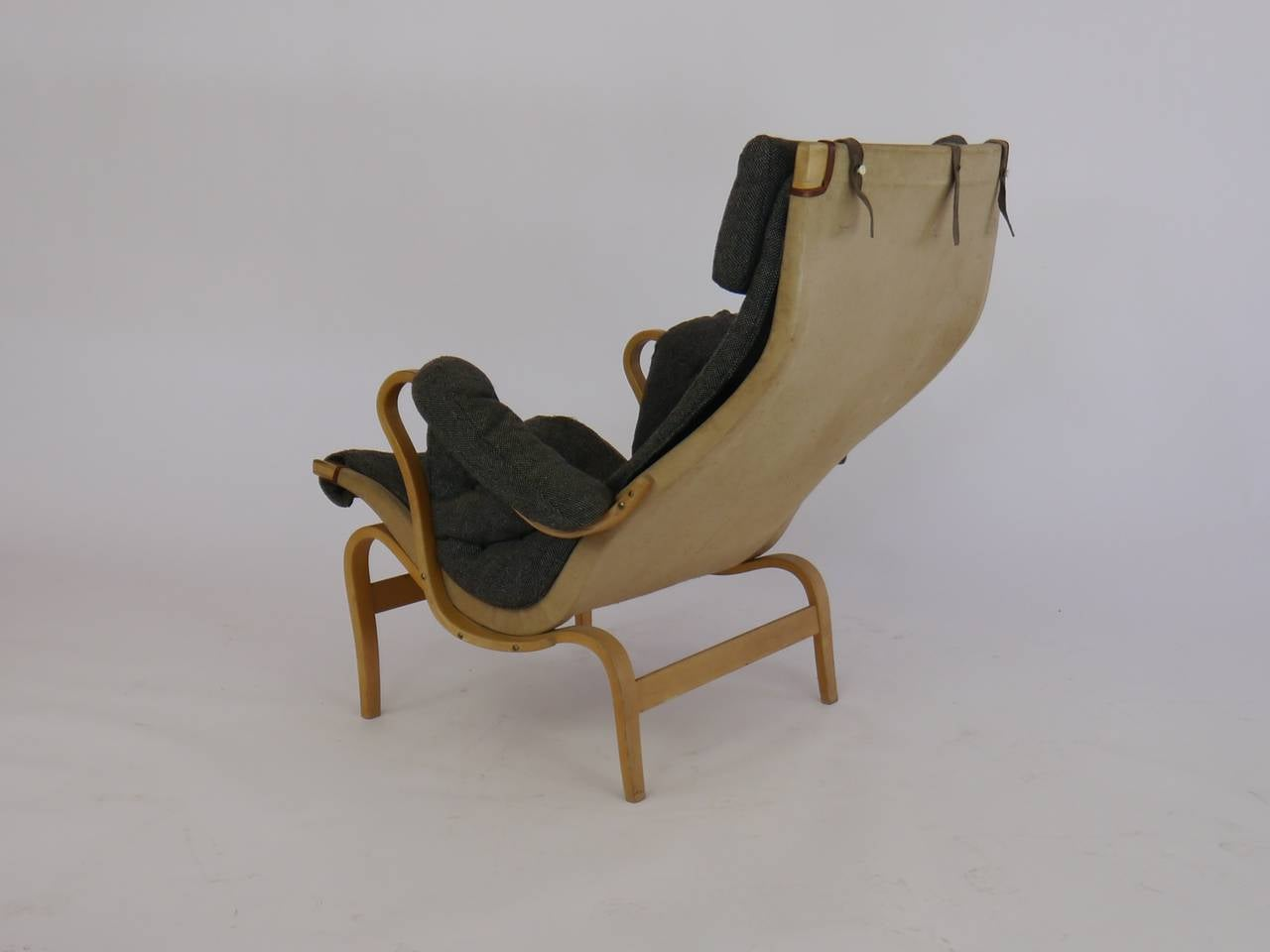Pernilla Lounge Chair by Bruno Mathsson for Dux In Good Condition For Sale In Hadley, MA