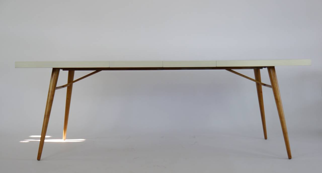 White Lacquer Dining Table : Dining Table in White Lacquer by Paul McCobb at 1stdibs