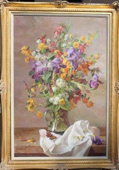 Bouquet of flowers with butterflies; Bouquet de fleurs aux papillons