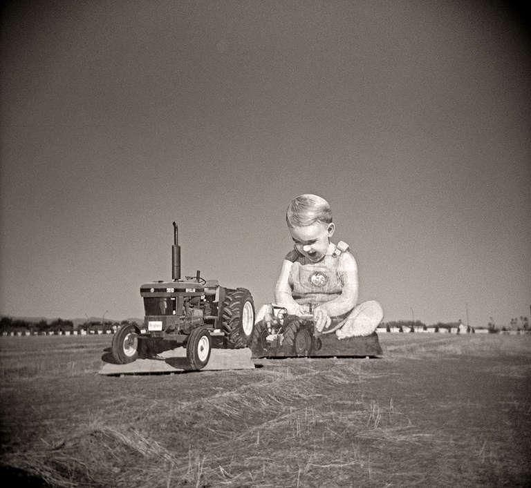 Gordon Stettinius Black and White Photograph - Giant Baby, Phoenix, AZ