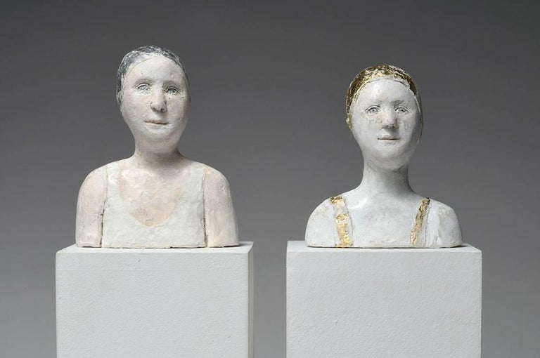 Agnes Baillon Figurative Sculpture - 2 small portraits with gold and silver caps