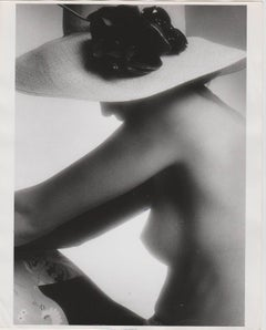 Nude with straw hat