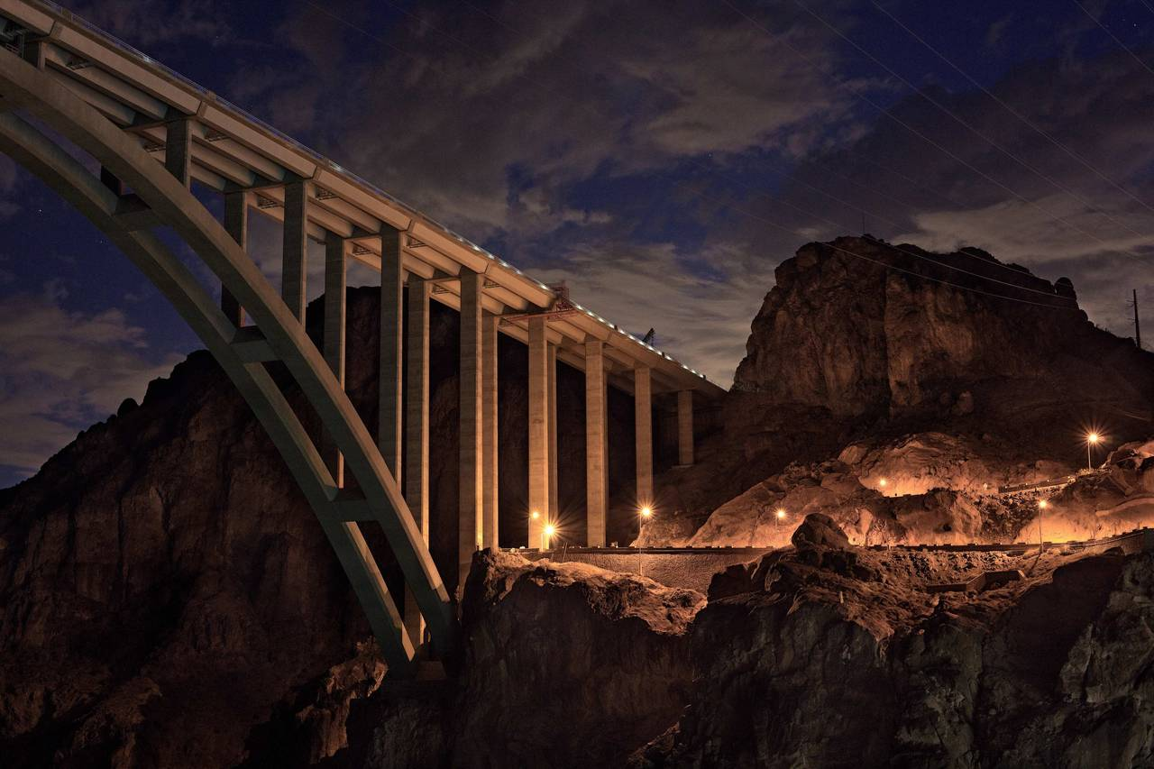 the importance of the construction of the hoover dam The hoover dam is one of the united states most famous dams and,  more than  21000 men labored to construct the dam between 1931 and.