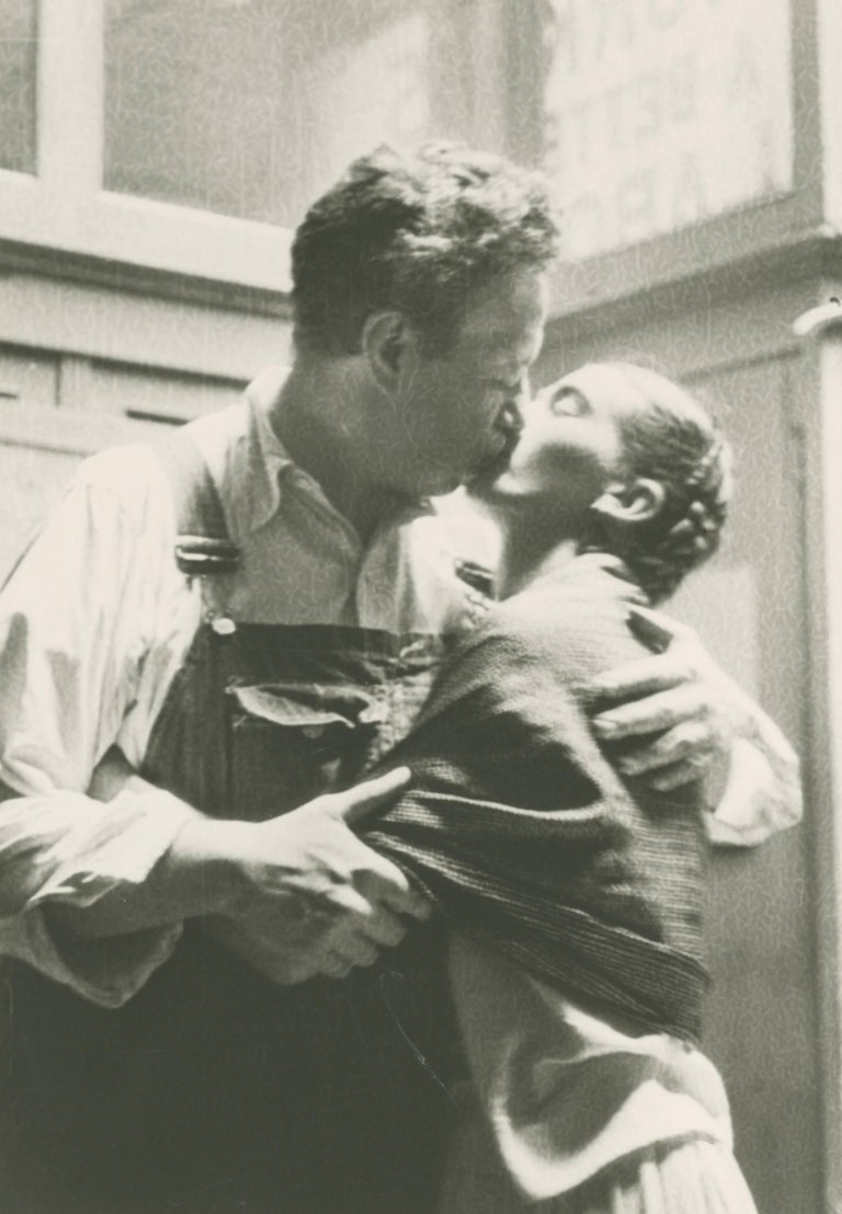 Lucienne Bloch Figurative Photograph - Frida and Diego Kissing