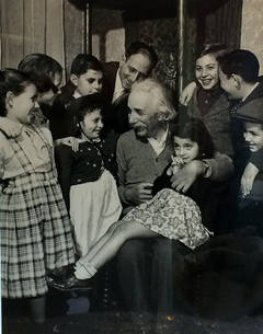 Philippe Halsman - Einstein with Children