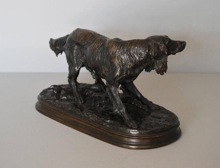 Epagneul Anglais, bronze sculpture - Gold Figurative Sculpture by Pierre Jules Mêne
