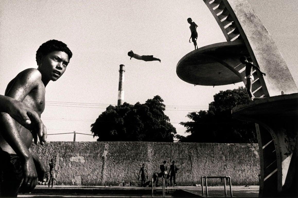 Ernesto Bazan Portrait Photograph - Dive, Havana