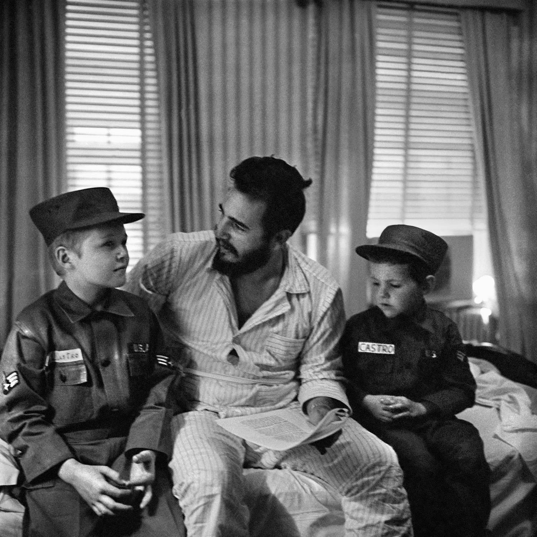 alberto korda fidel castro with american children jack