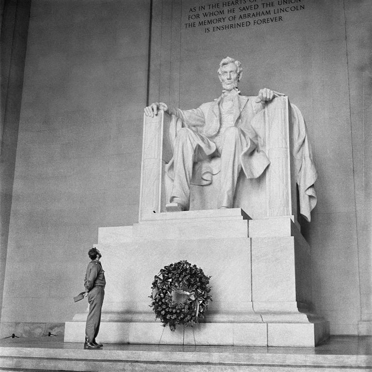 David & Goliath, Abraham Lincoln Memorial, Washington. Sunday, April 19, 1959 1