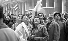 Waiting to see Fidel Castro outside the Statler Hotel, New York. April 21, 1959