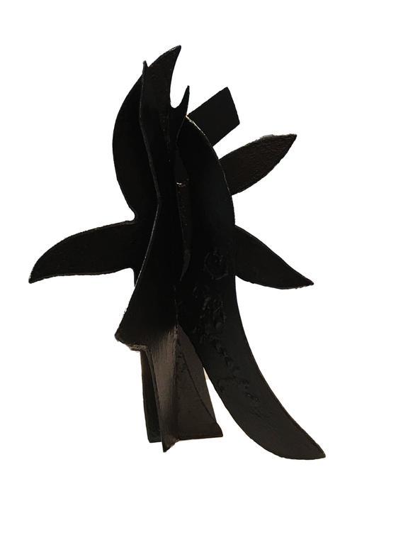 Vertical Motif Maquet - Sculpture by David Hayes