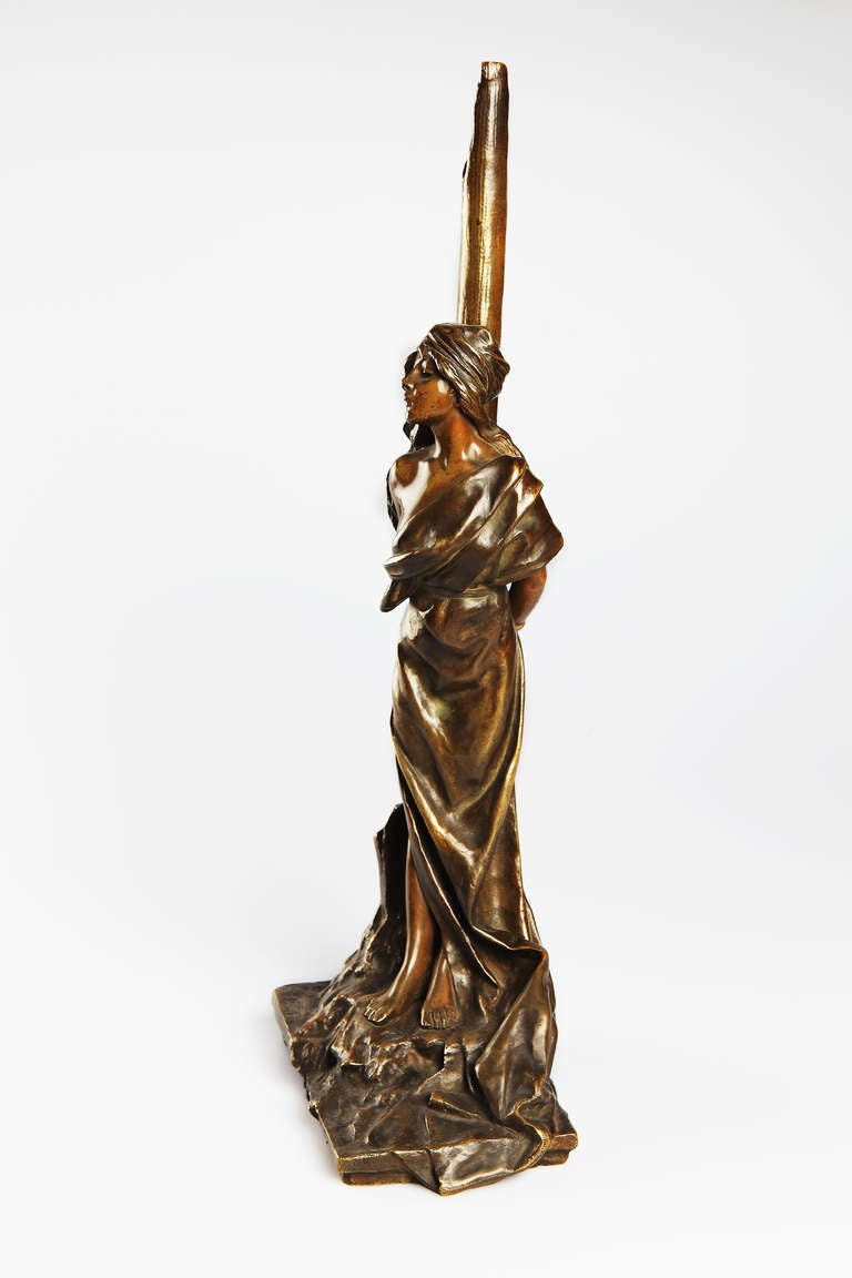 Stunning Art Nouveau sculpture of a standing young women, tied to a stump. By Emmanuel Villanis ( 1858-1914 ), France ca. 1890. Bronze, patinated. Signed at the bottom. Inscribed: L'Otage. Height: 20.47 in ( 52 cm ), Width: 7.87 in ( 20 cm ), Depth: