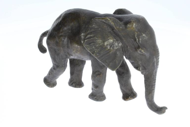 Sculpture conceived in 1926 by Renée Sintenis ( 1888-1965 ). Bronze with brown patina. On hind foot monogramed: RS Dimensions; Height: 3.54 in ( 9 cm ), Width: 5.31 in ( 13,5 cm )