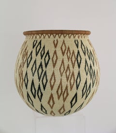 Wounaan Tribal Basket by Miriam Cansare, fine woven basket, beige, diamond shape