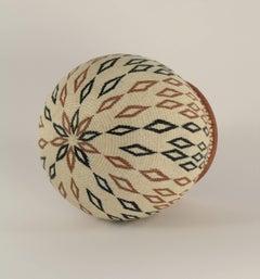 Wounaan Tribal Basket by Miriam Cansare, fine woven basket, beige, diamond shape