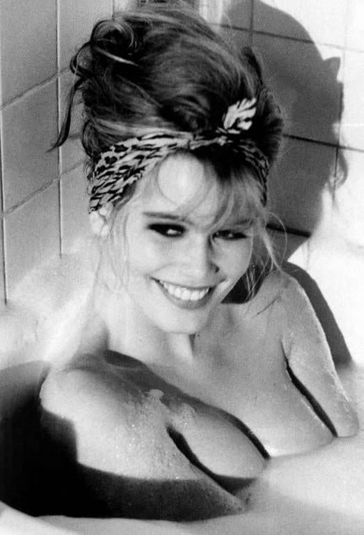 Ellen von Unwerth Black and White Photograph - Claudia Schiffer in Bathtub