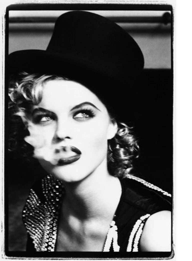 Eva Herzigova smoking