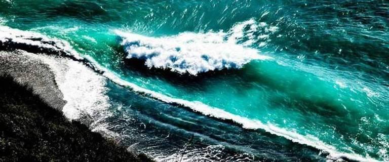 David Drebin - Crashing Waves 1