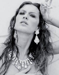 Gisele Buendchen, Cannes - the supermodel naked  in jewelry with a cigarette
