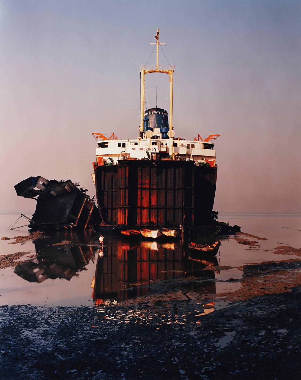 Edward burtynsky shipbreaking 31 chittagong for Edward burtynsky